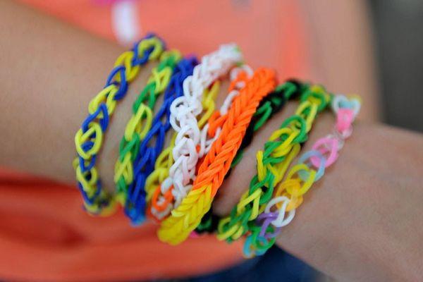 Les bracelets en élastiques, la dernière mode des enfants