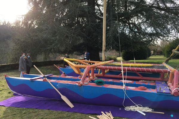 Le bateau mesure 11,80 m de long pour 4,70 m de large