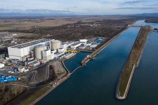 Mise en service en 1977, la centrale de Fessenheim français est située le long du Rhin, aux frontières de l'Allemagne et de la Suisse