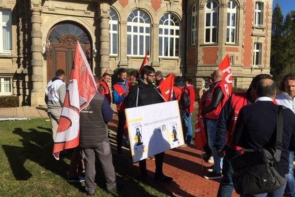 Rassemblement des salariés de ThyssenKrupp avant une rencontre avec la communauté de communes, à Sarreguemines, jeudi 4 octobre 2018.