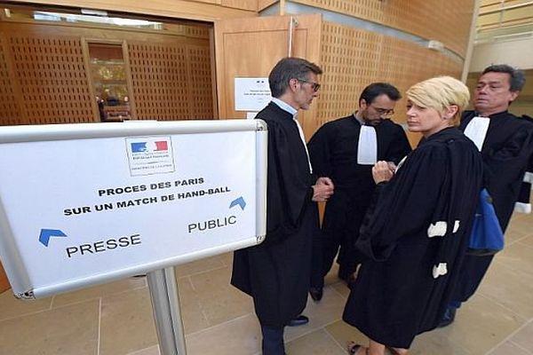 Montpellier - les avocats de la défense devant la salle d'audience - 16 juin 2015.