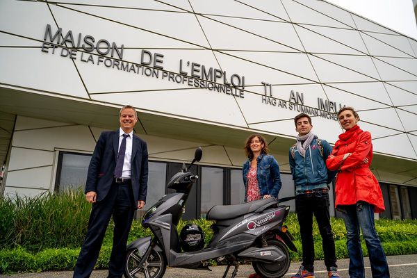 Des scooters électriques pour faciliter le chemin vers l'emploi.