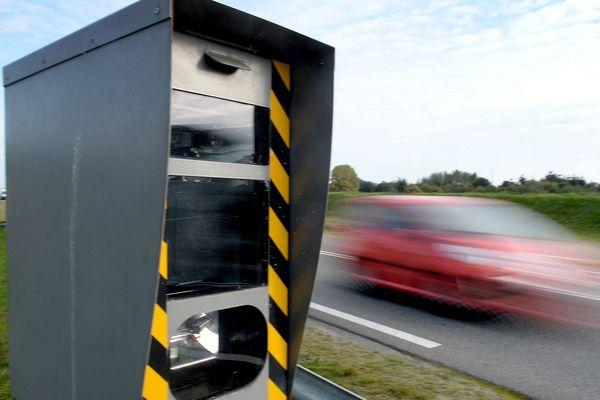 Dans le Puy-de-Dôme, les radars fixes, qui contrôlent la vitesse, ont évité 75 accidents et épargné 12 vies. Le département fait bonne figure par rapport aux chiffres nationaux.