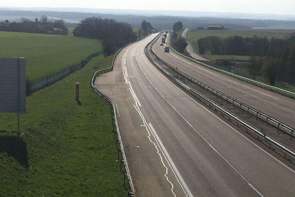 L'autoroute A6 a été fermée plusieurs heures dans le sens Lyon-Paris, au niveau de Nitry, dans l'Yonne, suite à deux accidents, dont un mortel, mardi 26 mars 2019.
