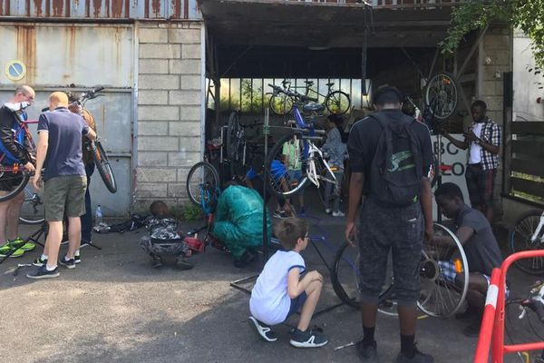 Depuis le déconfinement, l'Association des Usagers du Vélo, des Voies Vertes et Véloroutes des Vallées de l'Oise a vu l'affluence à ses atelier de réparation doubler.