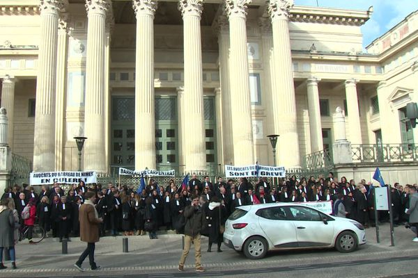 Nîmes - opération justice morte devant le palais de justice - 6 janvier 2020.