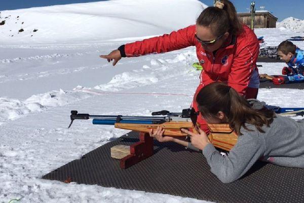 L'ex-championne du monde junior en biathlon, Laure Bosc, a dû doubler ses séances découverte.