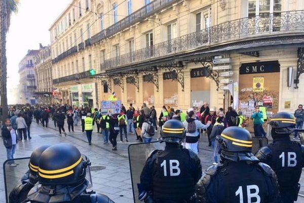 La police a repoussé puis nassé les manifestants dès le début du rassemblement.