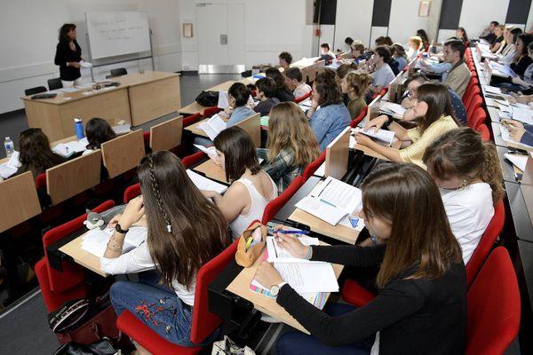 Les étudiants devront respecter les gestes barrières dans les amphis comme dans les couloirs de l'université (Photo d'illustration)