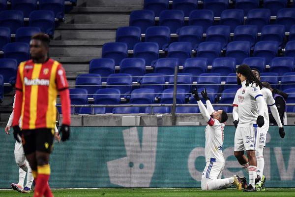 Lyon s'impose 3-2 face au RC Lens dans un match animé offensivement.