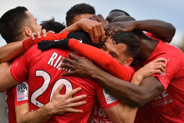 Le Nîmes Olympiques doit recruter des joueurs avant la nouvelle saison.