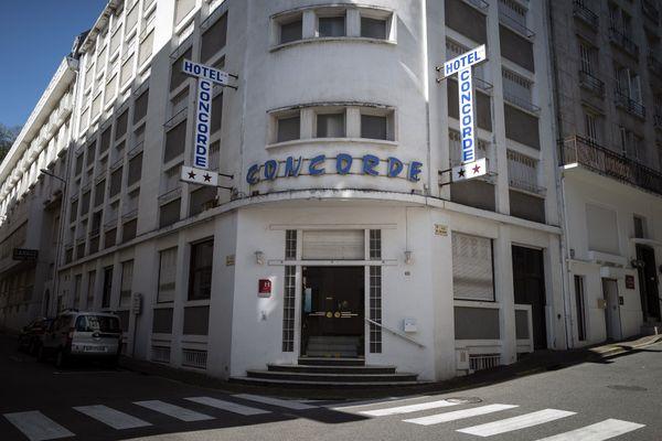 L'entrée d'un hôtel à Lourdes, pendant le premier confinement, le 8 avril 2020.