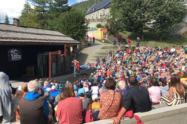 Oops ! par la compagnie Mobil (Teatre) de Catalogne, l'un des premiers spectacles de l'édition 2021 du festival - 23 août 2021