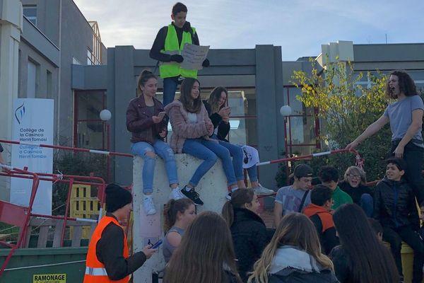 04/12/2018 - Plusieursétablissements scolairesétaient perturbés ou bloqués mardi matin en Corse.