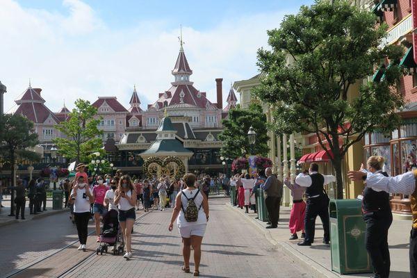 Une femme a été empêchée d'allaiter son enfant à Disneyland Paris samedi 3 juillet. Le parc a présenté ses excuses.
