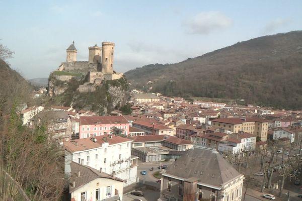Avec leurs capteurs de particules fines, des citoyens veulent mesurer la pollution de l'air à Foix .