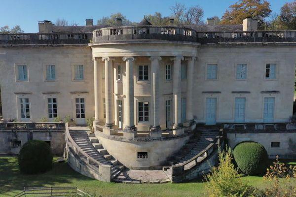 Le château de Rastignac à la Bachellerie en Dordogne : la même façade que la Maison Blanche, mais pas les mêmes occupants