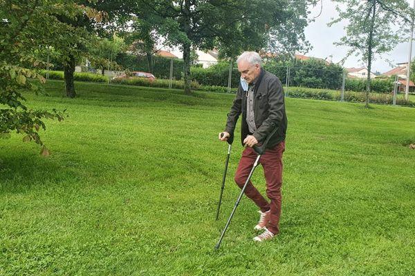 Dominique Morange, après un terrible accident de moto à Aurillac, a retrouvé la faculté de marcher.