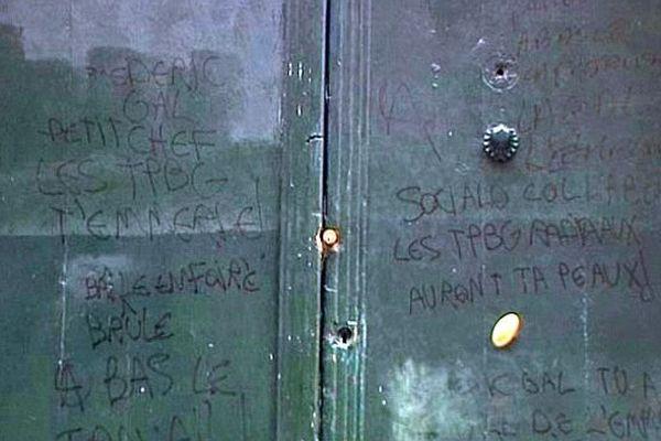 Montpellier - les tags sur les locaux du Refuge et de la LGP - 1er février 2014.
