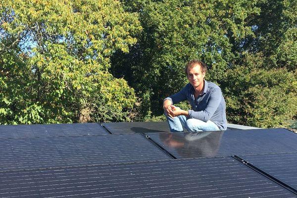 """Après avoir construit sa maison """"écolo"""",Raoul Feutrie veut """"démocratiser l'autoconsommation d'électricité photovoltaïque en Bretagne""""."""