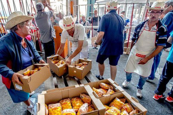 Les salariés de Jean Caby ont distribué les dernières production, au lendemain de l'annonce de la liquidation.