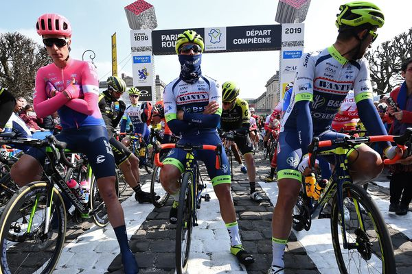 Les coureurs ont pris le départ du Paris-Roubaix à Compiègne ce dimanche matin.