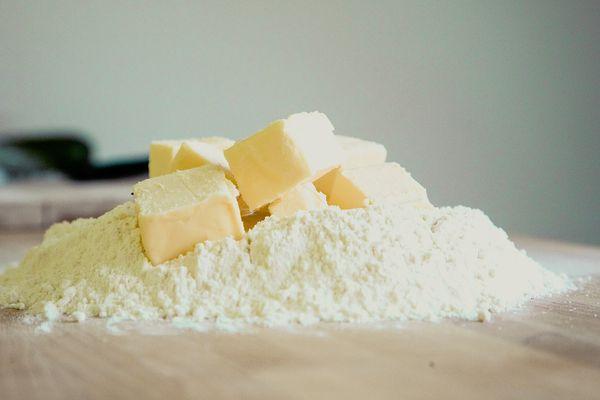 Une pénurie de beurre touche actuellement la France.