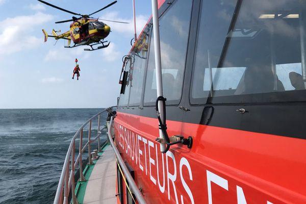 Exercice en mer de la SNSM au large des Sables-d'Olonne (juin 2020)
