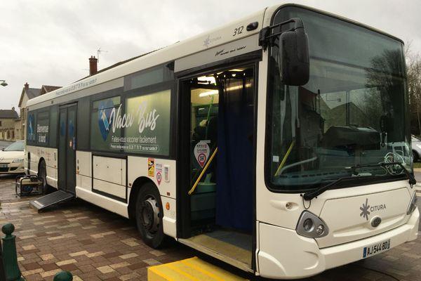 Un bus du réseau de transports en commun rémois Citura a été converti en un laboratoire de vaccination ambulant : le Vacci'Bus. Unique en France.