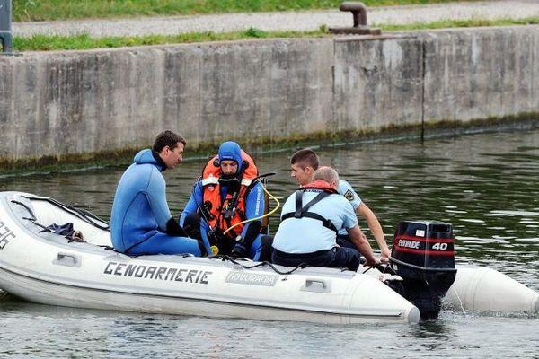 Le corps de la fillette a été retrouvé dans un sac près d'une écluse de la Deûle à Lille.