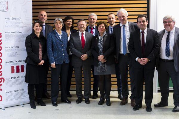 """Eric Négron, Président de l'association """"les Entretiens d'Aguesseau"""" à Limoges en 2019 (3e homme à droite)"""