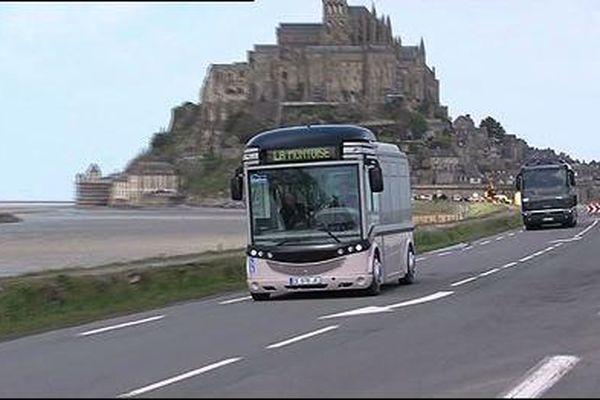 Une des navettes du Mont Saint-Michel qui circule entre le parking et le Mont