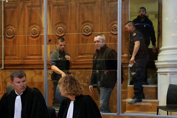 Aux Assises du Gard à Nimes, le procès de l'entraîneur de boxe Marc Garrec accusé d'avoir tué par balles son boxeur, Farid Amara