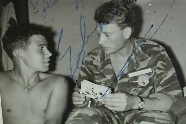 Johnny Hallyday et Jean-Marie Elkeries, pendant leur service militaire à Offenburg en 1964