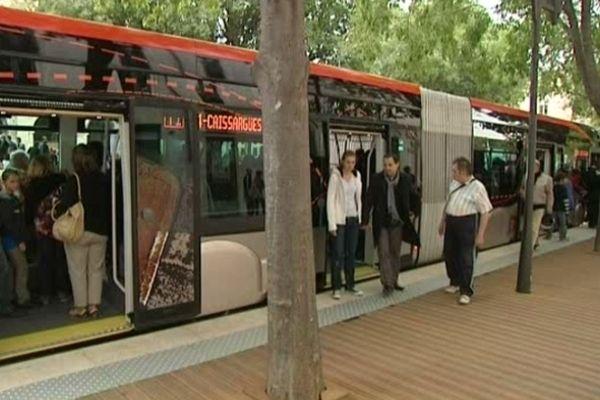 Nîmes - le trambus - archives