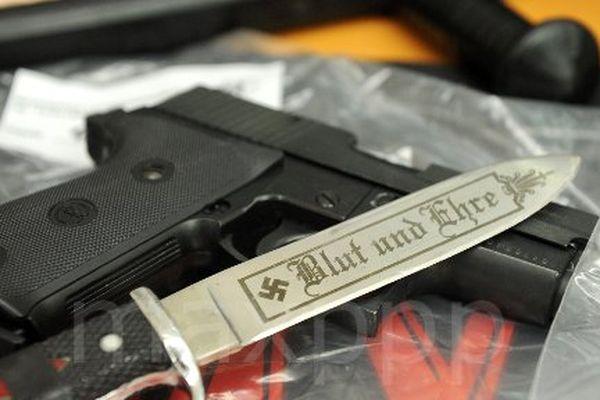 Images d'archives. Saisie d'armes dans le milieu néo-nazi.