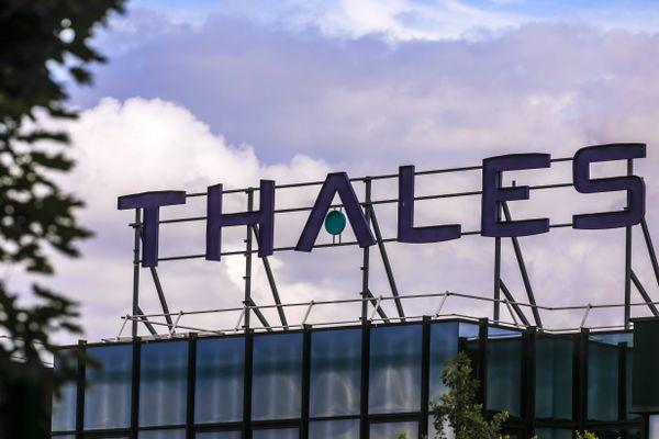 Au total, 998 emplois devraient être impactés sur l'ensemble des sites du groupe aéronautique Thales AVS. A Valence, dans la Drôme, 36 emplois pourraient être supprimés, selon la CGT.