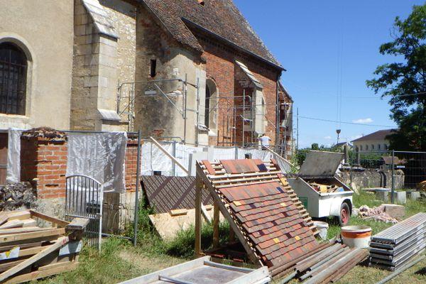 La première tranche de travaux de l'église Saint-Pierre, à Tichey en Côte-d'Or, porte sur la restauration de la toiture et le ravalement des murs.
