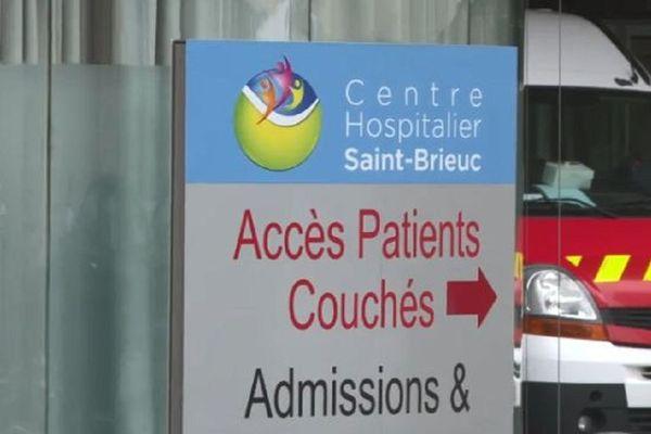 Les médecins urgentistes de Saint-Brieuc demandent l'ouverture de 25 à 30 lits supplémentaires dans leur service.