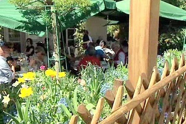 Les structures d'accueils touristiques à Giverny misent sur l'authenticité.