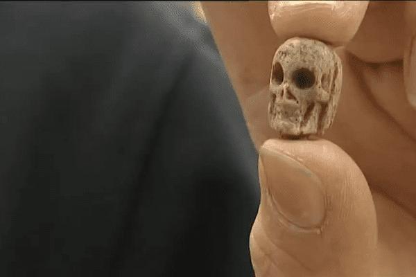 Perle d'un chapelet trouvé sur le chantier de fouilles de Guéret