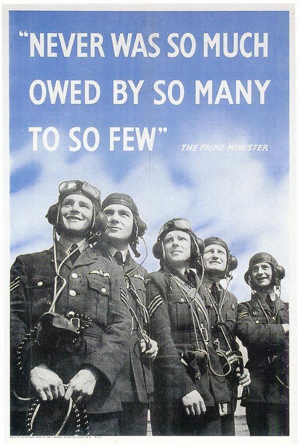 Une affiche de propagande reprenant la célèbre phrase de Churchill rendant hommage aux pilotes de chasse de la RAF.