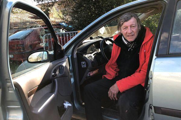 André Robache, 57 ans, vit depuis octobre 2016 dans sa voiture.