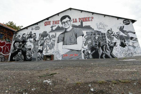 Une fresque honore la mémoire de Steve Maia Caniço tombé dans la Loire au cours d'une charge de police lors de la Fête de la Musique en 2019
