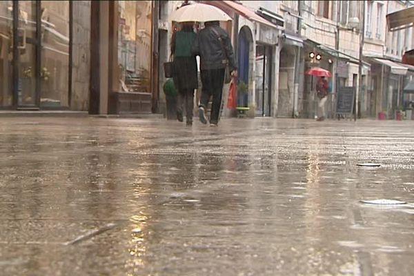 Pluie dans les rues de Besançon