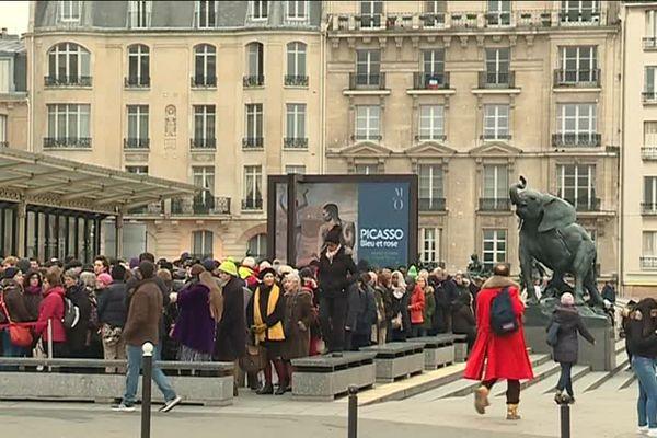 file d'attente pour l'exposition Picasso au musée d'Orsay