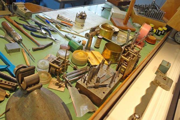 Un établi d'horloger au musée de Saint Nicolas d'Aliermont