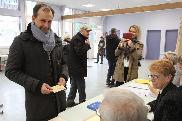 Christophe Porquier votant lors du second tour de la présidentielle, le 7 mai 2017.