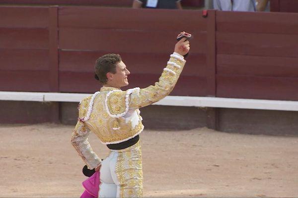 Adrien Salenc est devenu à Istres le soixante-sixième matador de toros français.