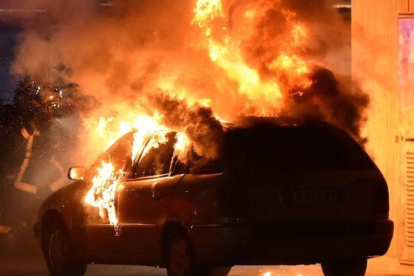 Une voiture incendiée à Toulouse
